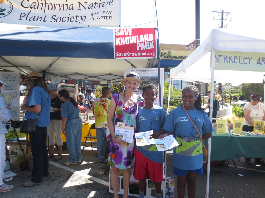 Volunteers working the CNPS-FOKP booth at the Solano Stroll